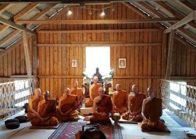 Munker i Lokuttara vihara (Skiptvet buddhistkloster)
