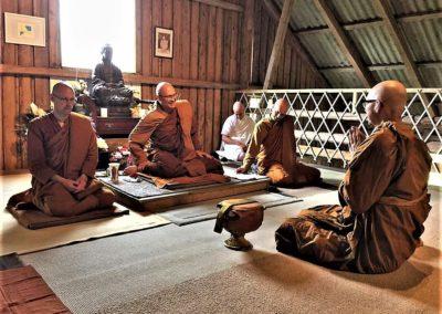 Ajahn Kalyano med munker i Lokuttara Vihara