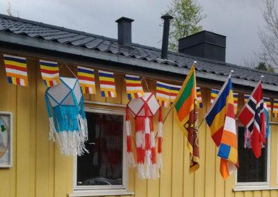 Oslo Buddhist Vihara er prydet buddhistiske flagg samt det norske og srilankiske