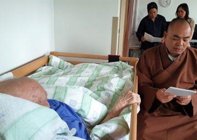 Thich Vien Ngo på sykebesøk