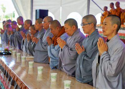 Nonner under feiring av Avalambana-høytiden i Lotus tempelet (Liên Hoa Đạo Tràng)