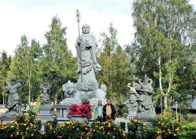 Statue av bodhisattva Kshitigarbha i Lotus tempelet (Liên Hoa Đạo Tràng)