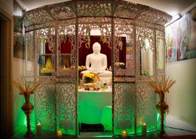 Oslo Buddhist Vihara er dekorert i forbindelse med paritta-resitasjon