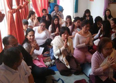 Khmer buddhistersenter i Lillesand - deltakere i seremoni