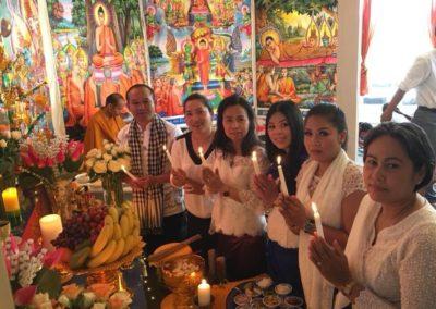 Khmer buddhistersenter i Lillesand - lystenning under seremonien