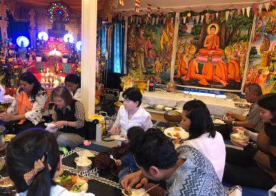 Khmer buddhistersenter i Lillesand - fellesmåltid etter seremonien