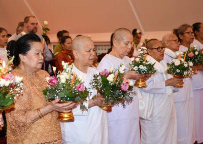 Styreleder Somchit Berg sammen med nonner (mae chi)