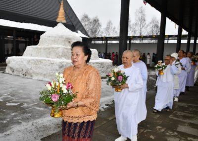 Vandring rundt tempelet under magha puja høytiden