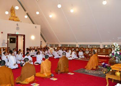 Seremoni i tempelhallen i Wat Thai Norway