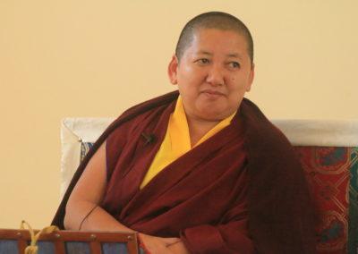Den kvinnelige buddhistiske læreren Jetsün Khandro Rinpoche underviser på Karma Tashi Ling buddhistsenter