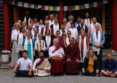 Den amerikanske buddhistlæreren B. Alan Wallace med Lama Changchub med elever på Karma Shedrup Ling retreatsenter i Ski kommune