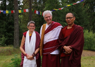 B. Alan Wallace, Lama Changchub og Ani Könchog på Karma Shedrup Ling retreatsenter