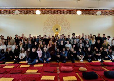 Flere 3. klasser fra Valler videregående skole besøker Karma Tashi Ling buddhistsenter for å lære om buddhismen