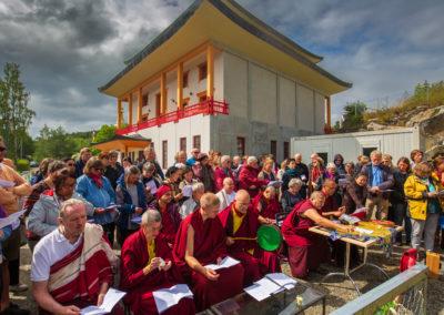 Den tibetanske nonnen Jetsün Khandro Rinpoche leder en jordbrytingsseremoni for å bygge tempelboliger ved siden av tempelet på Karma Tashi Ling buddhistsenter