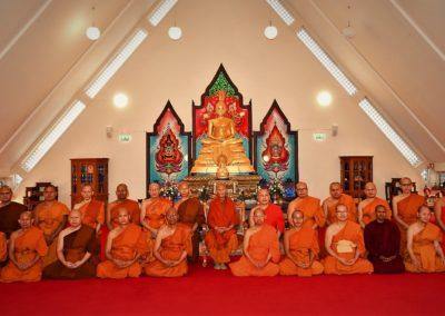 Fra tempelhallen i Wat Thai Norway - theravadamunker fra Thailand samt Myanmar og Sri Lanka